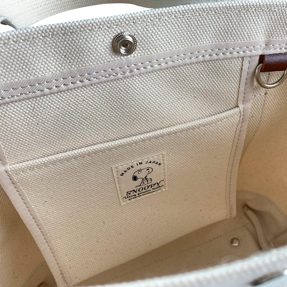 SNOOPY(スヌーピー)/レザーキャンバストート(M) 中にはポケットがあり、隣にDカンも付いています