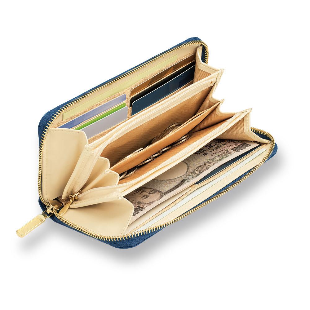 【WEB】SNOOPY(スヌーピー)/しあわせのジャパンブルー 阿波藍長財布|PEANUTS 下まで大きく開くコの字ファスナー。使い勝手も満点!大切なチケットをしまっておける長ポケットや、小銭用のファスナーポケットなど、全部で19ポケットを装備しました。