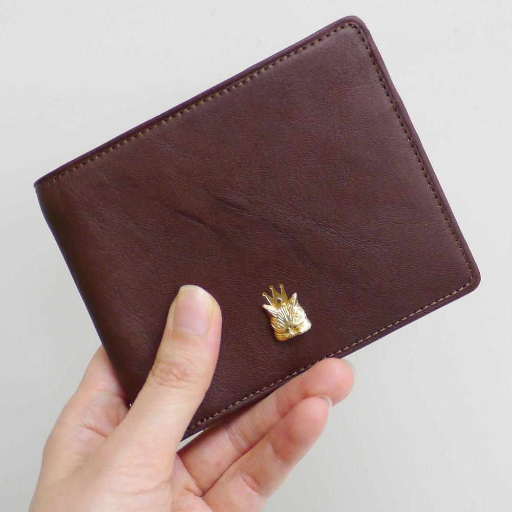 わちふぃーるど/エンペラー二つ折り財布 茶・ダヤン ジーンズのポケットにも入るようなサイズ感の財布です