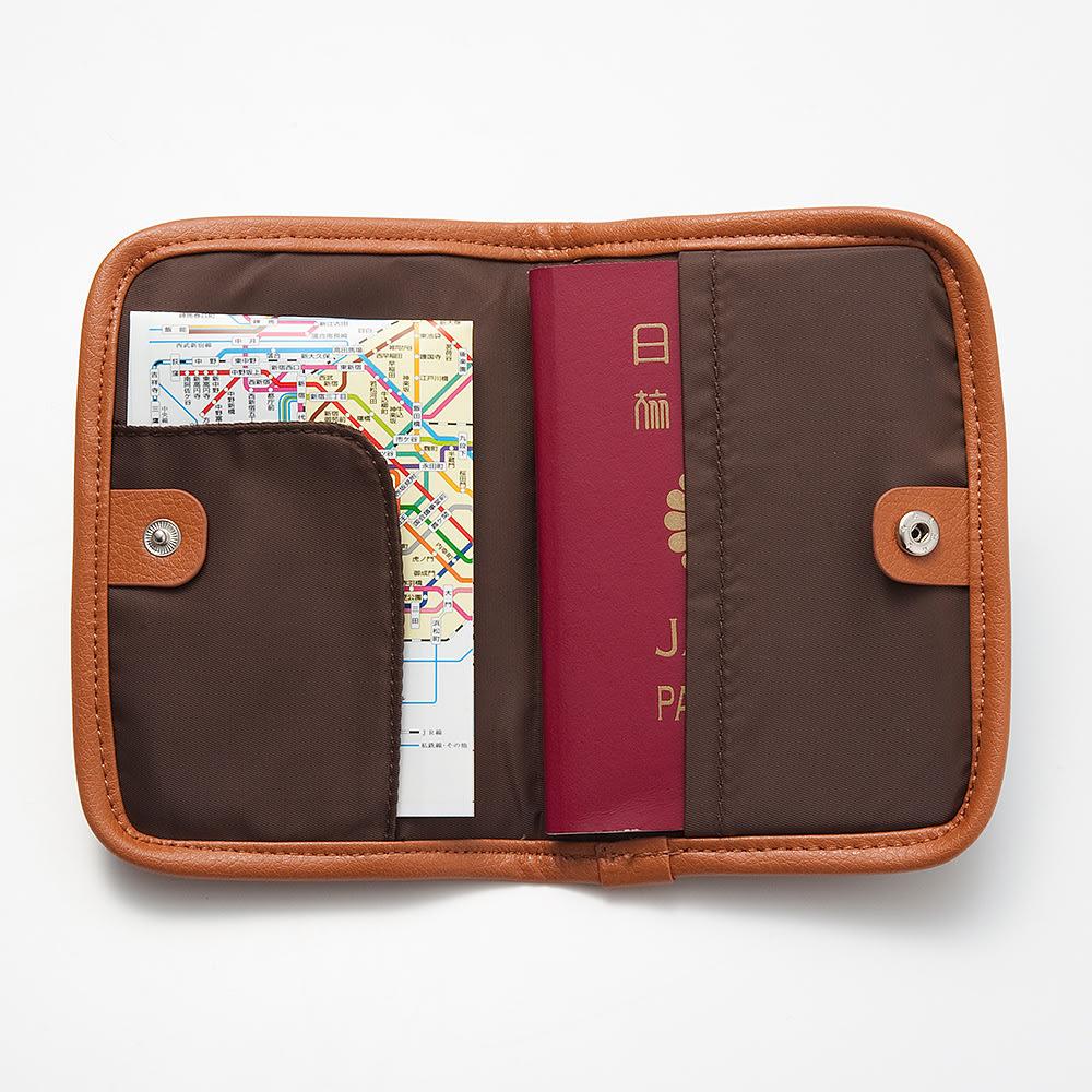 LOGOシリーズ/パスポートカバー(スキミング防止機能付き) パスポートぴったりサイズです