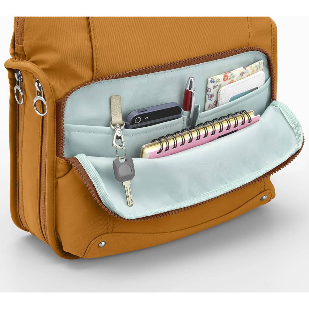 カナナフリーウェイ2WAYリュック(小) 前ポケットの中には、ウレタン入りの仕切りポケットやキーホルダー付き。
