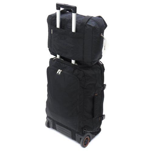 SOLO TOURIST(ソロツーリスト)/折りたたみキャリーオン・ショルダーバッグ 14 キャリーケースのフレームに通して上に載せておくことができます。