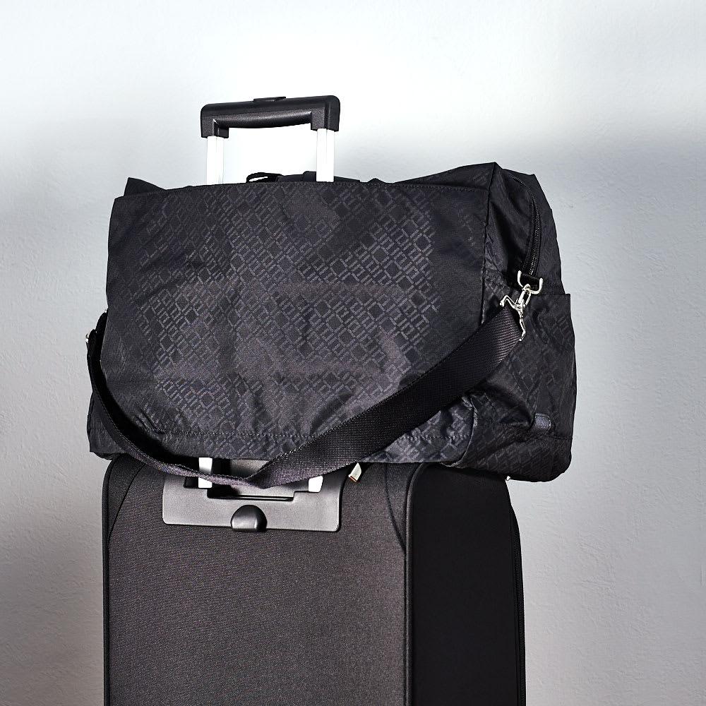 ace. ウィルカール ボストンバッグ(大サイズ) キャリーバッグにセットアップできます。