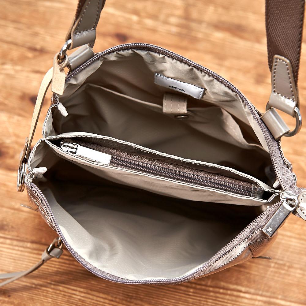 ace.(エース)/フロミニン ポーチ付き 薄マチショルダーバッグ 仕分けて収納可能な多彩なポケット