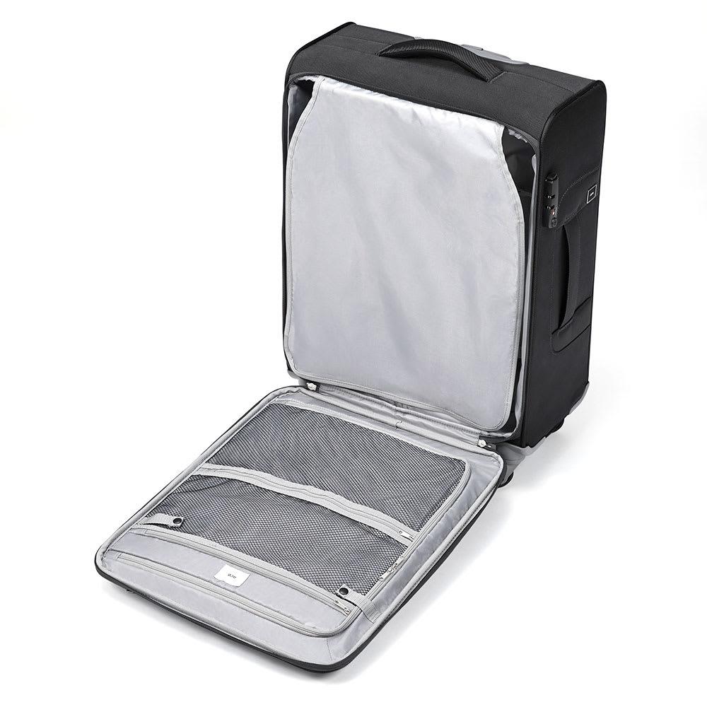 ace. ロックペイントSS ソフトキャリーバッグ 31L 2.3kg 縦開きタイプの内装には、目隠しになる仕切り布つき。