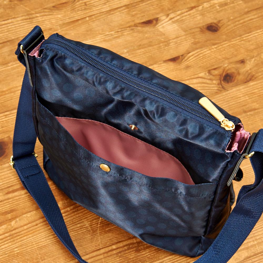 プライベートレーベル メントン ショルダーバッグ 背面/ホック付オープンポケット×1