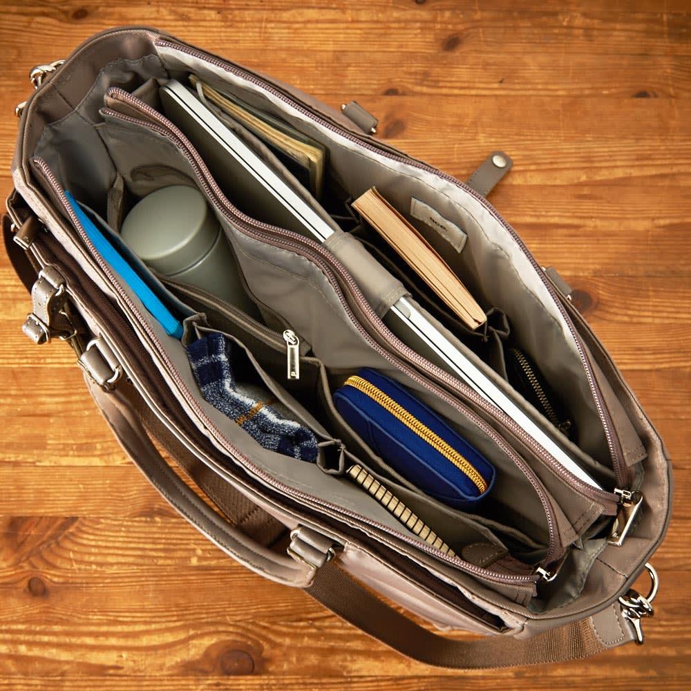 ace.GENE(エース ジーン)/ビエナ 2気室ビジネスバッグ PCが収納できるクッション入りのポケットやペットボトルホルダーも装備しています。