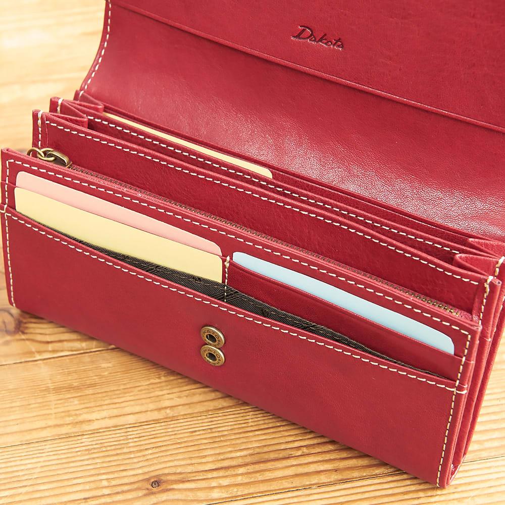 Dakota(ダコタ)/フォンス 牛革かぶせ長財布 C-20 ホックが2段階なので容量が増えても安心です。