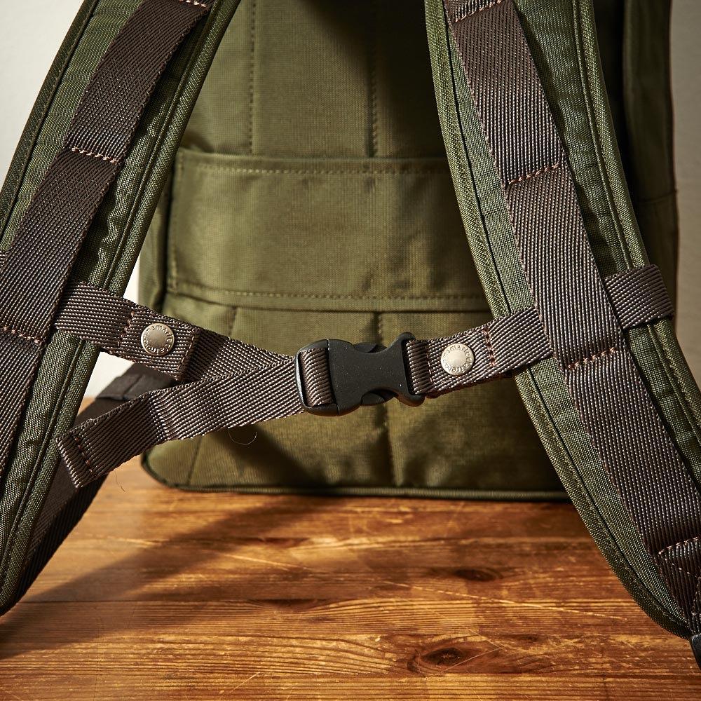 マリ・クレール オム A4対応2WAYリュックサック 着脱可能なチェストベルト付なので肩からのずり落ちも防止。