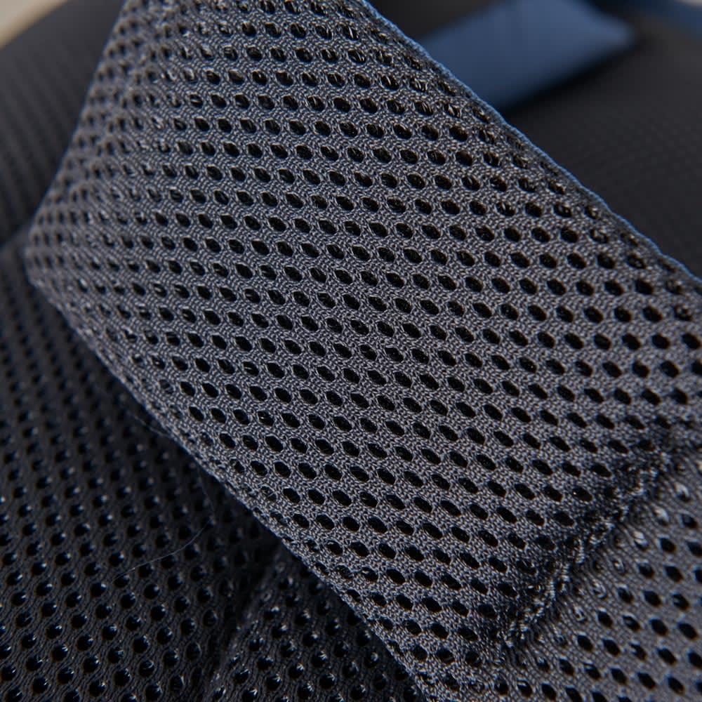 SOLO TOURIST(ソロツーリスト)/レインカバー内蔵 ワンショルダーバッグ ショルダーベルトはクッション材入りで肩への負担を軽減します。