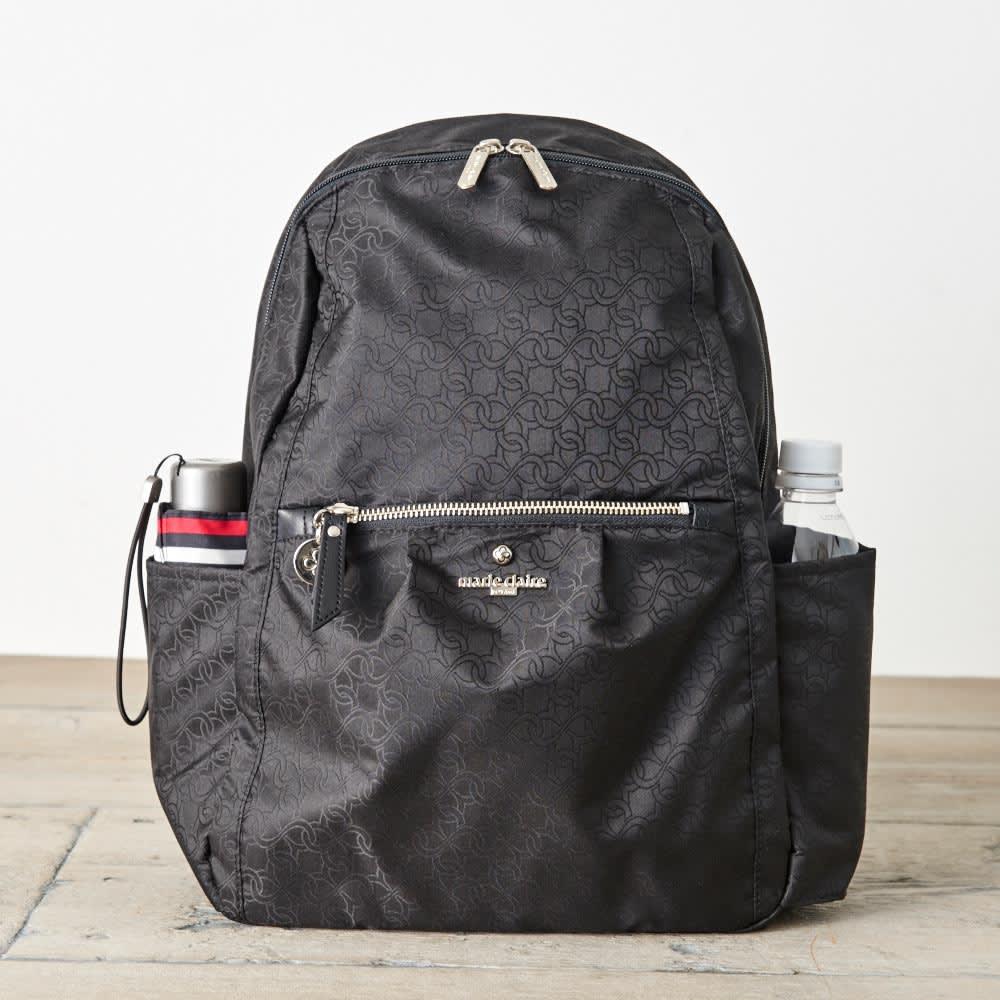 マリ・クレール ボヤージュ リュネット A4対応リュック [側面]オープンポケット×2にはペットボトルや折りたたみ傘を収納できます