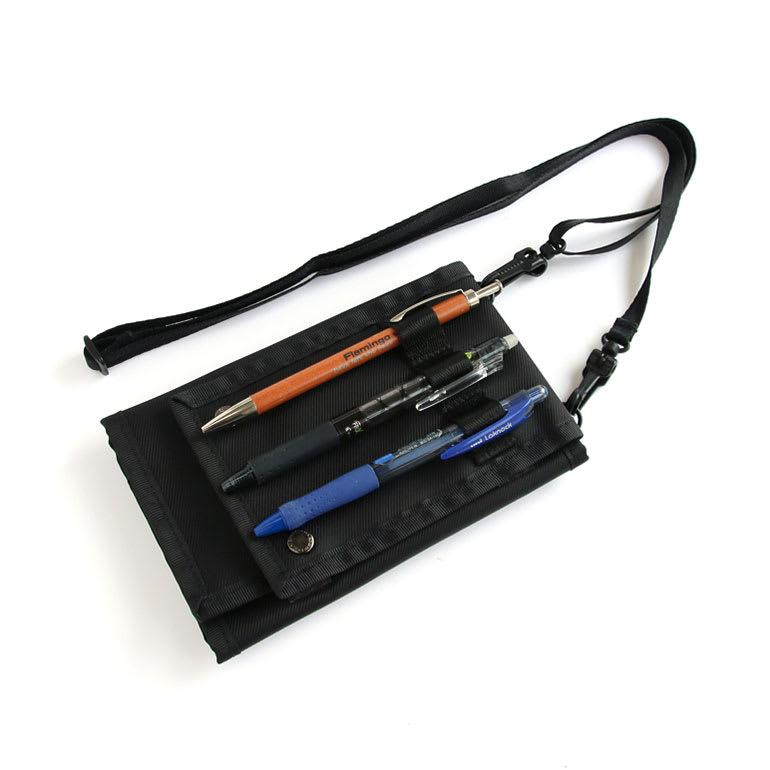 GEO FLIGHT ペンホルダーが付いたネックポーチ ペン差し付きで海外旅行での入国審査の用紙記入もスムーズです。