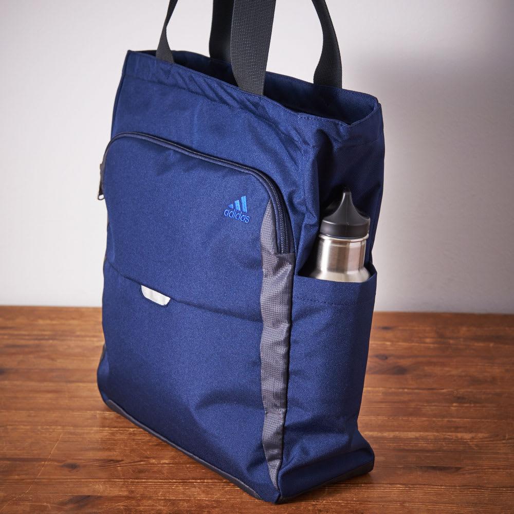 adidas(アディダス)/トートバッグ 側面/オープンポケットには折りたたみ傘や