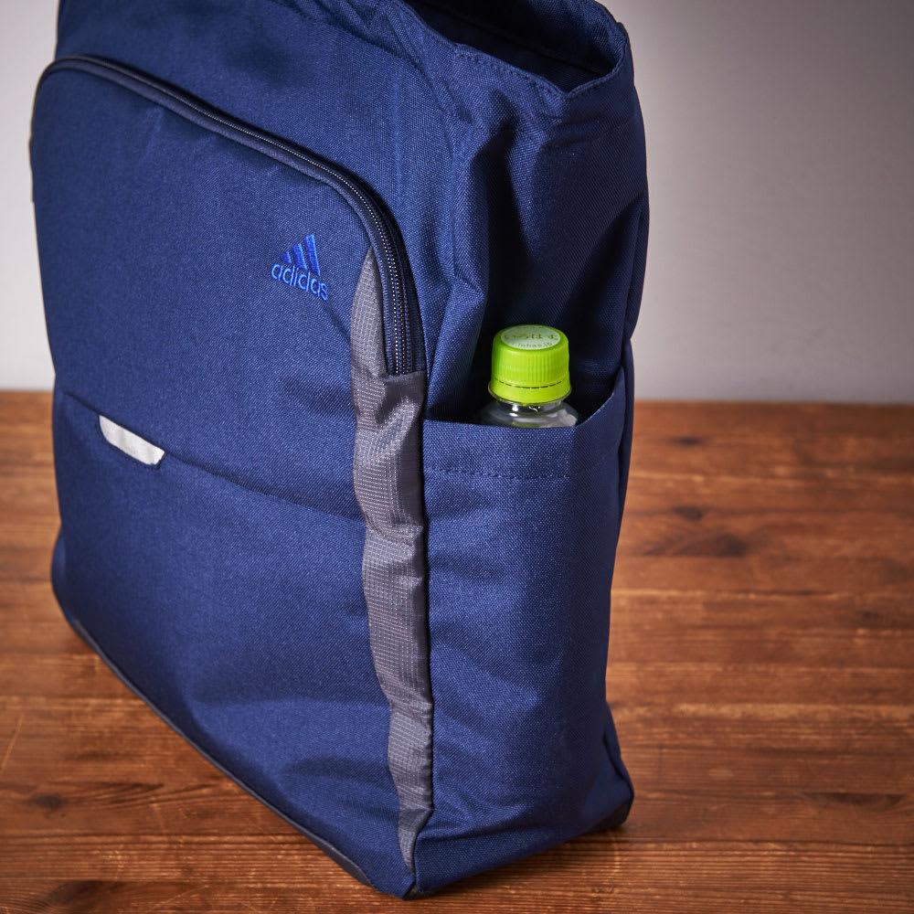 adidas(アディダス)/トートバッグ ペットボトルが収納できます。