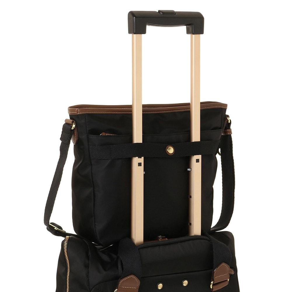 MACKINTOSH PHILOSOPHY(マッキントッシュ フィロソフィー)/ノア トラベルショルダーバッグ 背面のベルトをスーツケースのシステムバーに固定できる便利なセットアップ機能付き。