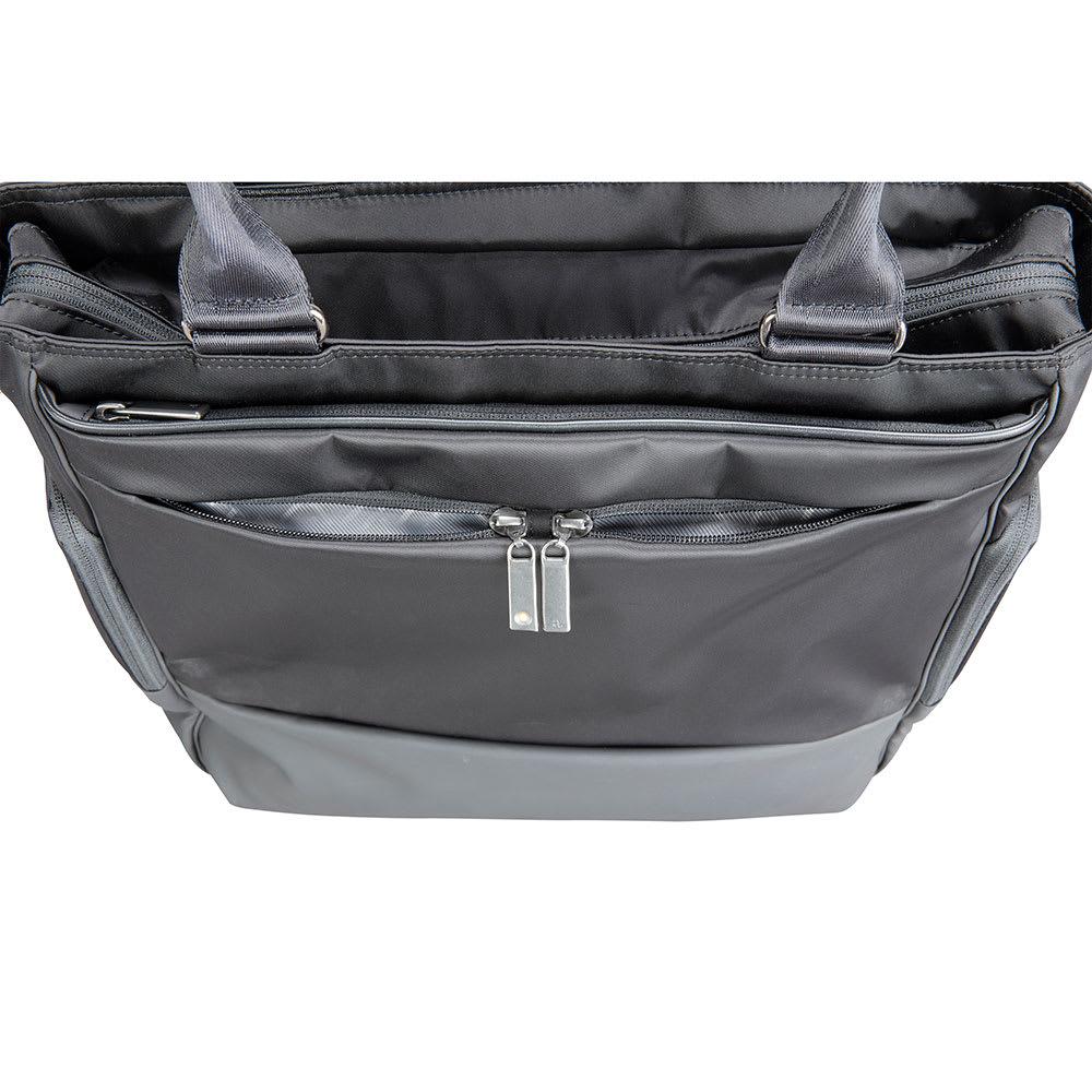 ace.GENE(エース ジーン)/モバイルラパーム タテ型 トートバッグ 正面上側のポケットは左右に独立しており定期入れなどを仕分けて収納が可能