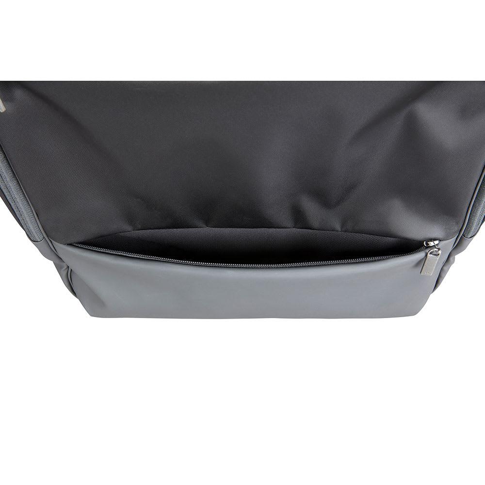 ace.GENE(エース ジーン)/モバイルラパーム タテ型 トートバッグ 正面下側のポケットは内側に吸水速乾メッシュ素材を採用し、折りたたみ傘などの収納にぴったりです。