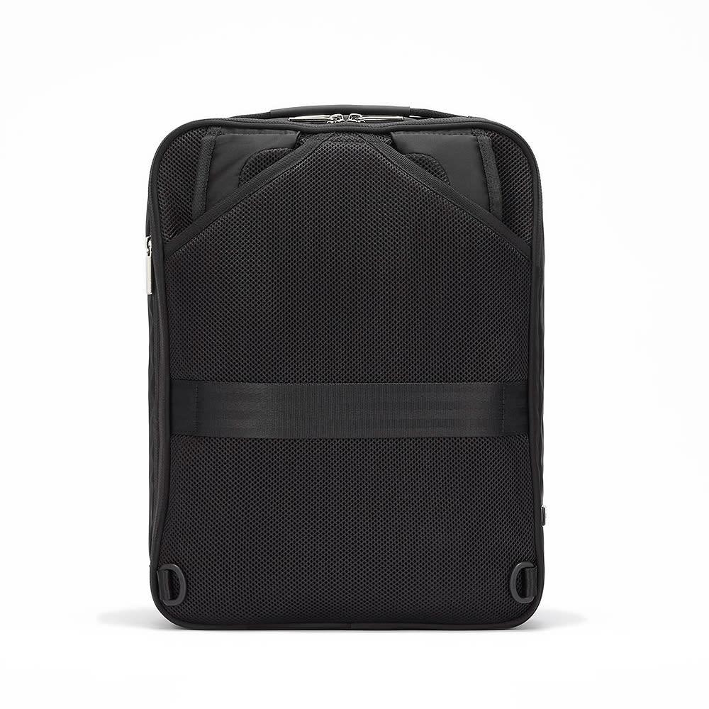 ace.GENE(エース ジーン)/GADGETABLE(ガジェタブル) ビジネスリュック(小) リュックベルトは背面ポケットに収納できます。