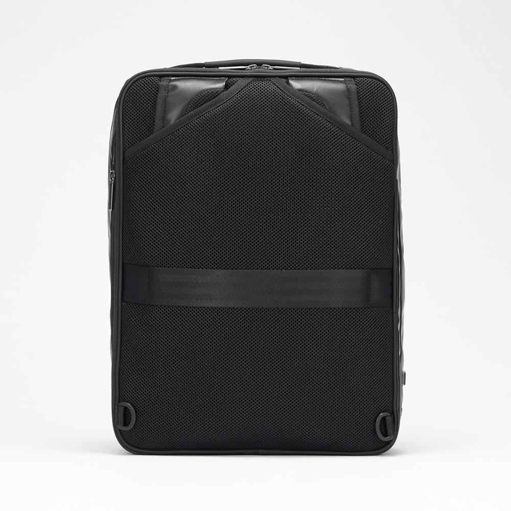 ace.GENE(エース ジーン)/GADGETABLE-WR(ガジェタブル-WR) ビジネスリュック(中) 背面はメッシュ素材のクッションパッドで通気性と背負い心地に優れています。リュックベルトは背面ポケットに収納できます。