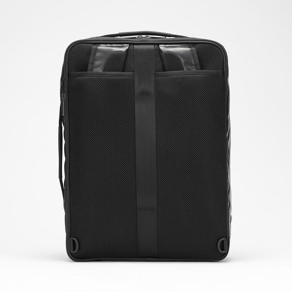 ace.GENE(エース ジーン)/GADGETABLE-WR(ガジェタブル-WR) ビジネスリュック(大) 背面はメッシュ素材のクッションパッドで通気性と背負い心地に優れています。リュックベルトは背面ポケットに収納できます。