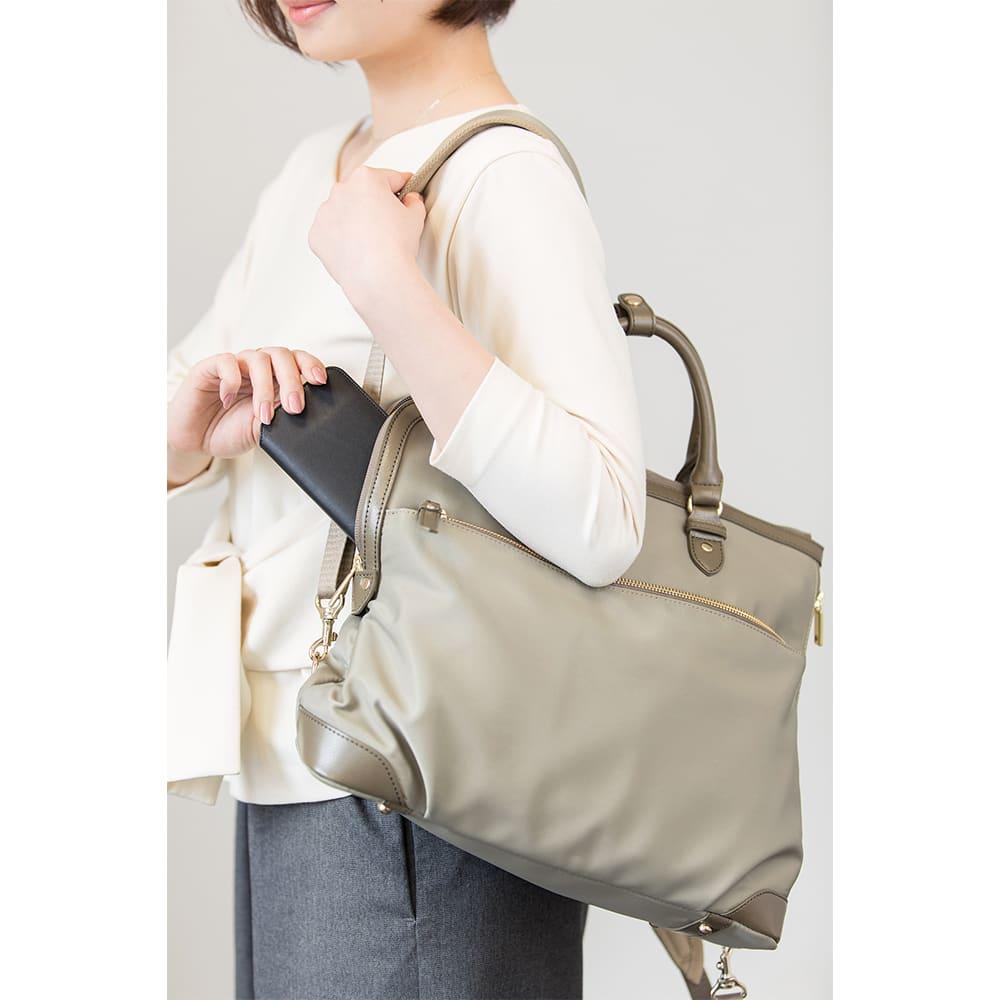 ace.GENE(エース ジーン)/エルビーサック タテ型 女性のためのビジネスリュック 着用イメージ (画像は商品番号NV3504になります)