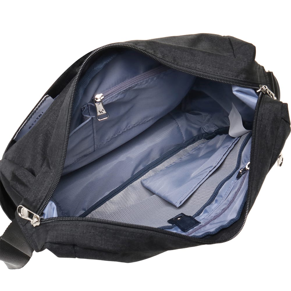 WORLD TRAVELER(ワールドトラベラー)/リンク タテ型ショルダーバッグ 内装は小物の収納に便利なポケットが。
