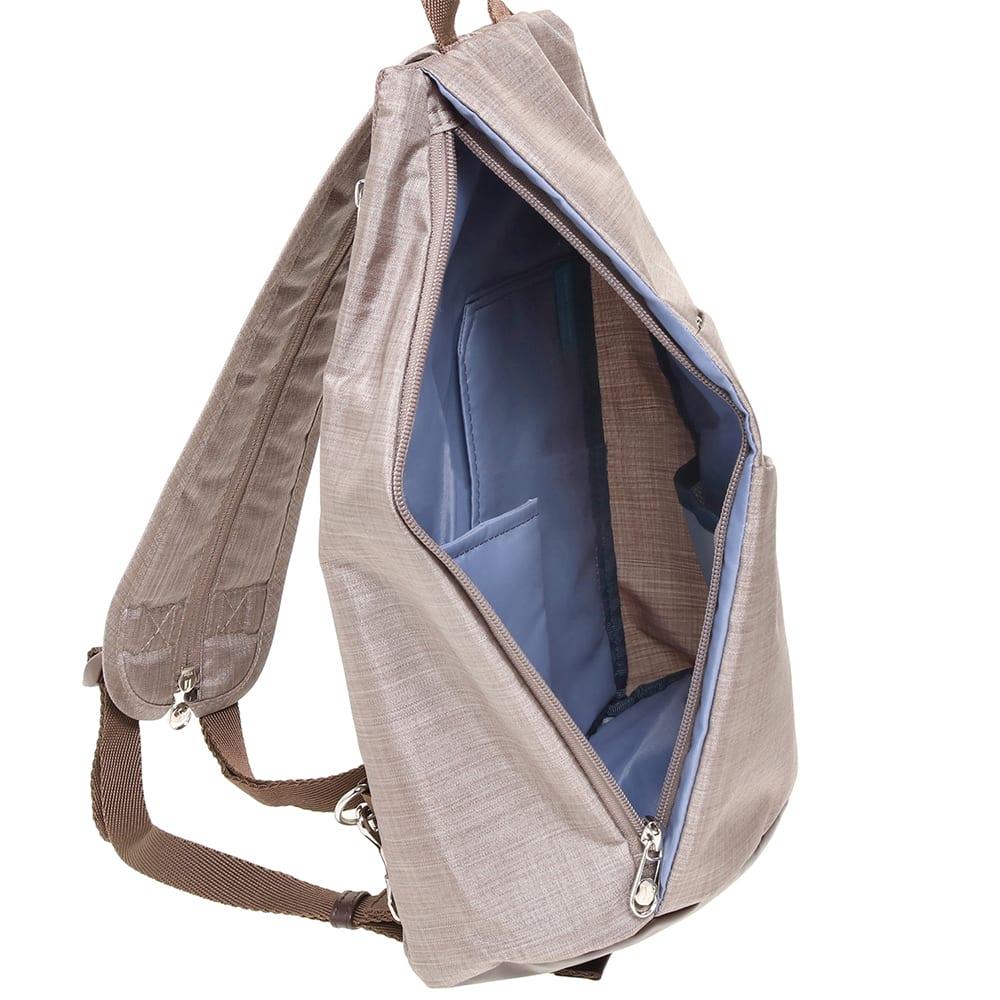 WORLD TRAVELER(ワールドトラベラー)/リンク ワンショルダーバッグ 内装は小物の収納に便利なポケットが。