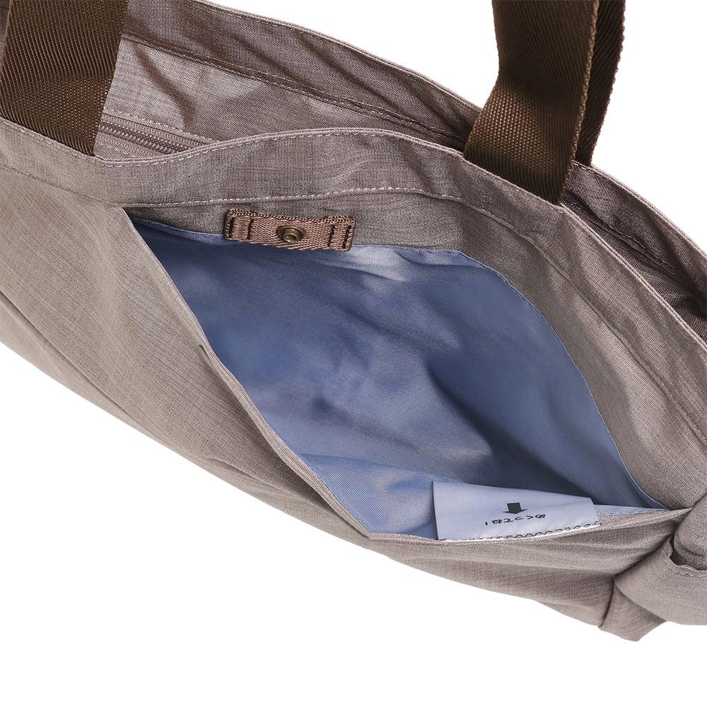 WORLD TRAVELER(ワールドトラベラー)/リンク ボストントート サッと取出したい荷物を入れるのにも便利な前ポケット。