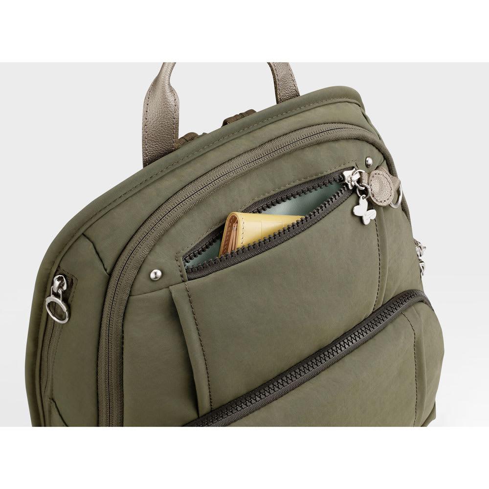 カナナプロジェクト/フリーウェイリュック 小 フロントには小さなアイテムの収納に便利なミニポケット