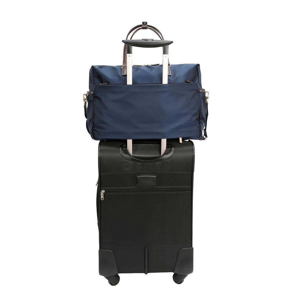 MACKINTOSH PHILOSOPHY(マッキントッシュ フィロソフィー)/1~2泊サイズボストンバッグ 背面のベルトをスーツケースのキャリーバーにセットアップ可能