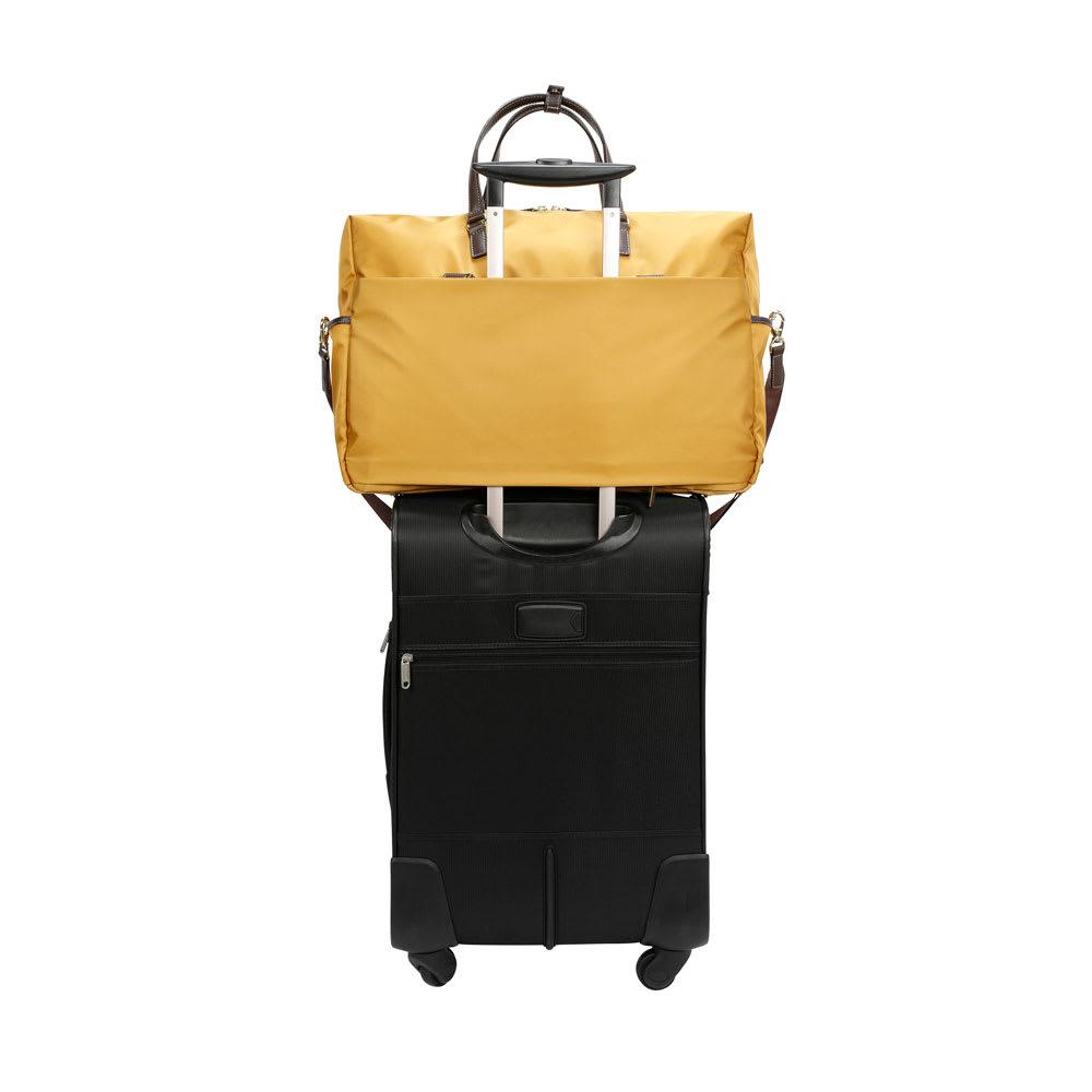MACKINTOSH PHILOSOPHY(マッキントッシュ フィロソフィー)/1~3泊サイズボストンバッグ 背面のベルトをスーツケースのキャリーバーにセットアップ可能