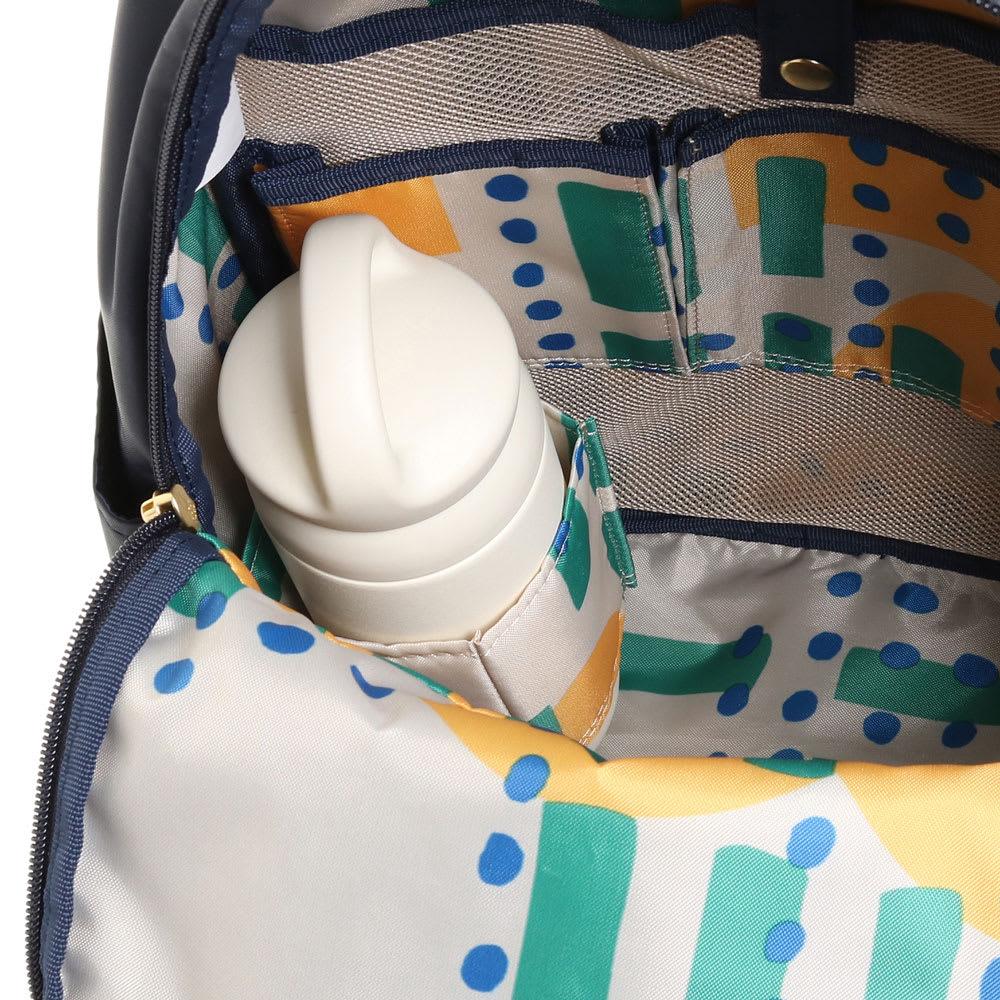 WORLD TRAVELER(ワールドトラベラー)/リュックサック 内装にはペットボトルや水筒を立てて収納することができます。