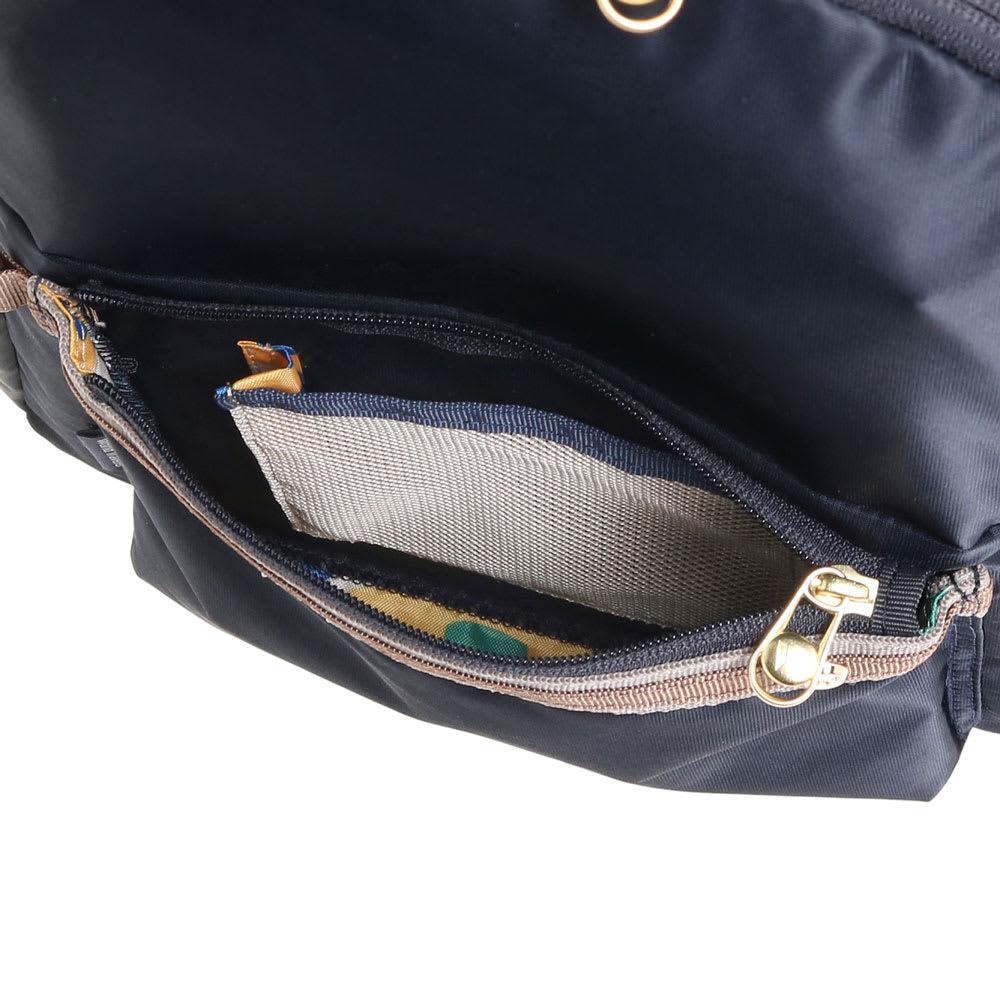 WORLD TRAVELER(ワールドトラベラー)/リュックサック 前ポケット内にはルームキー専用メッシュポケットを搭載。