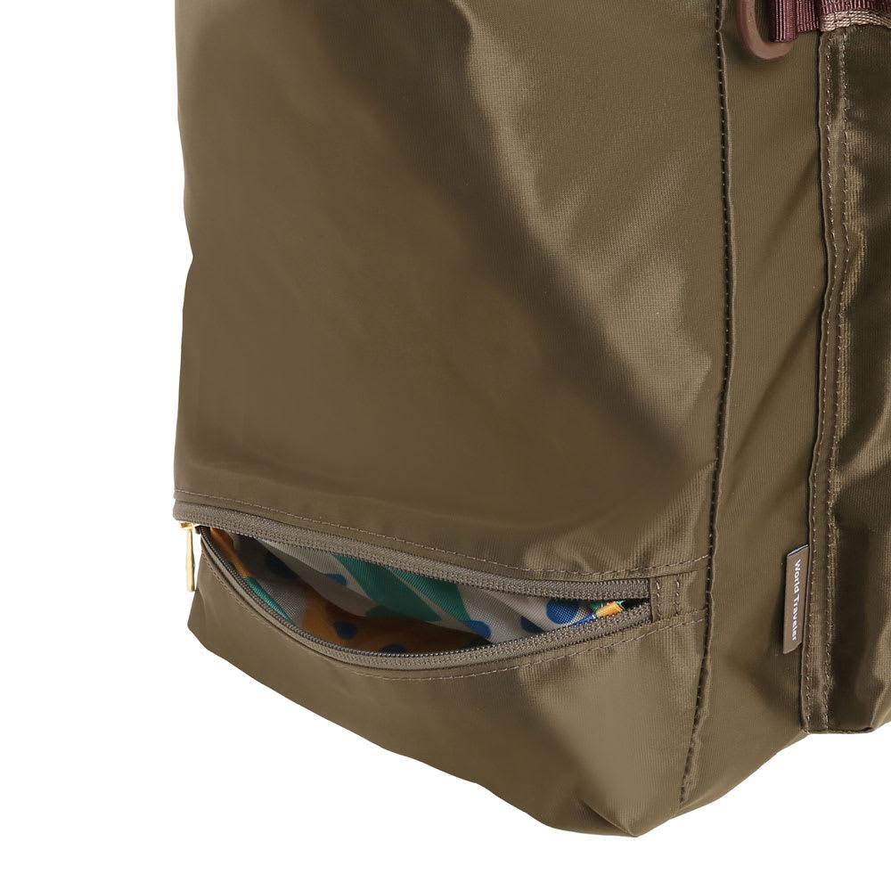 WORLD TRAVELER(ワールドトラベラー)/トラベルトート ちょっとした小物の収納に便利なサイドポケット1