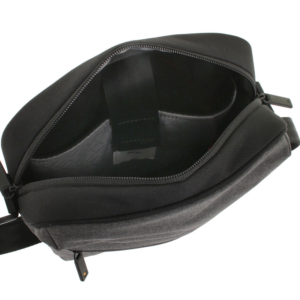 ace.(エース)/フェクロス 軽量縦型ショルダーバッグ 4L 内装には10インチタブレットが収納できるクッション入りのポケット付き