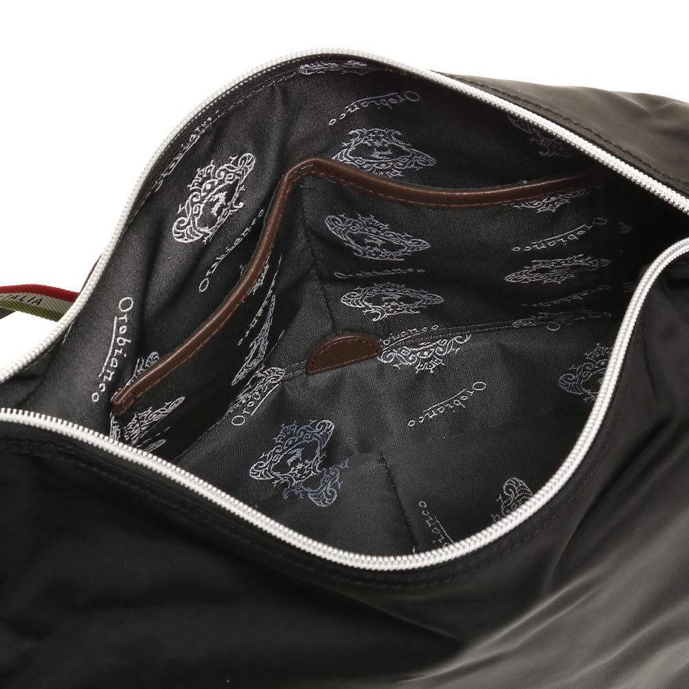 Orobianco(オロビアンコ)/2WAYショルダーバッグ メイン収納部の内装には小物の収納整理に便利なポケット付き
