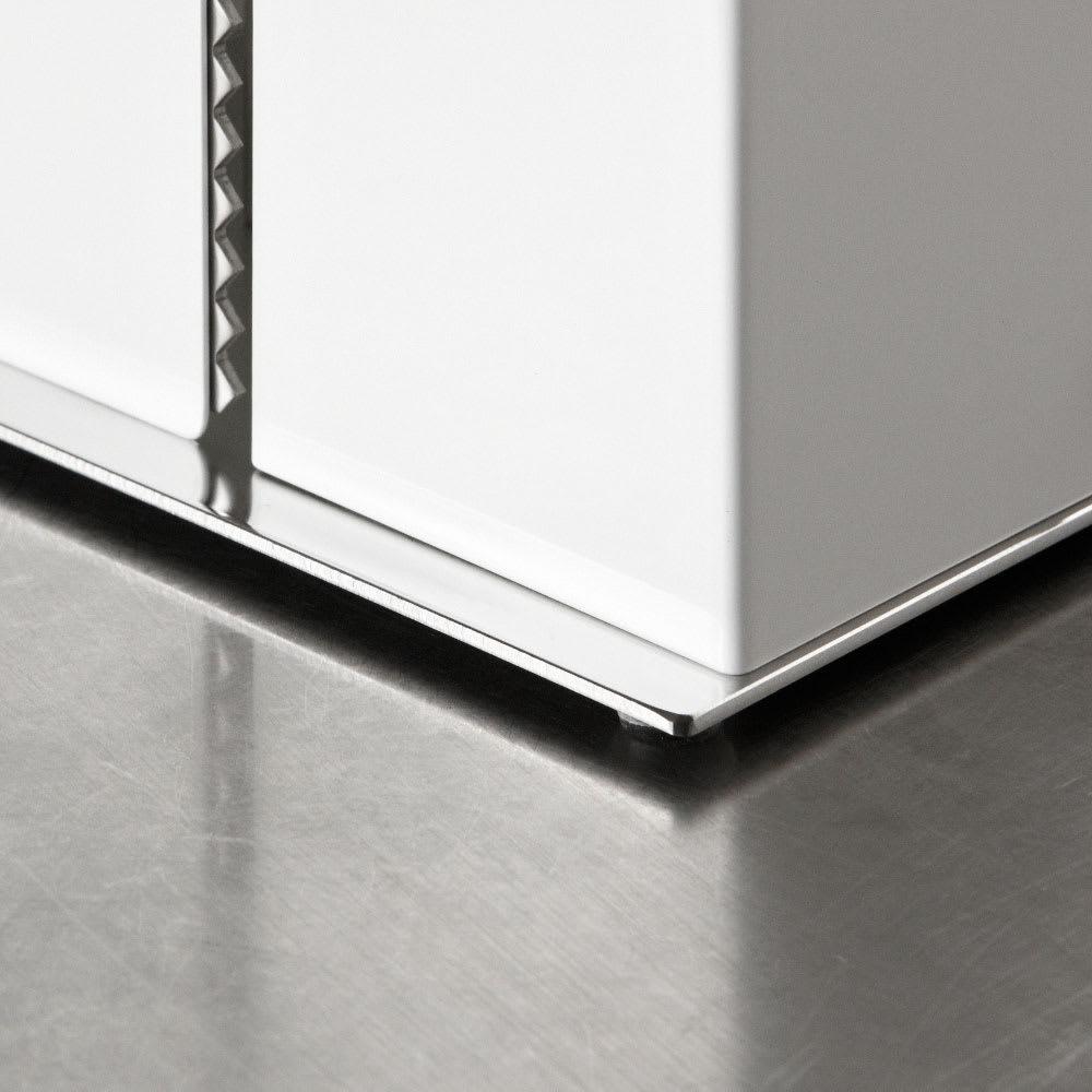 FRAMES&SONS(フレームズアンドサンズ)/kakusu(カクス)シリーズ キッチンペーパー&ラップホルダー ベースは贅沢な18-8ステンレス仕様。こんなところにもこだわった素材を使用しているのもF&Sならではです