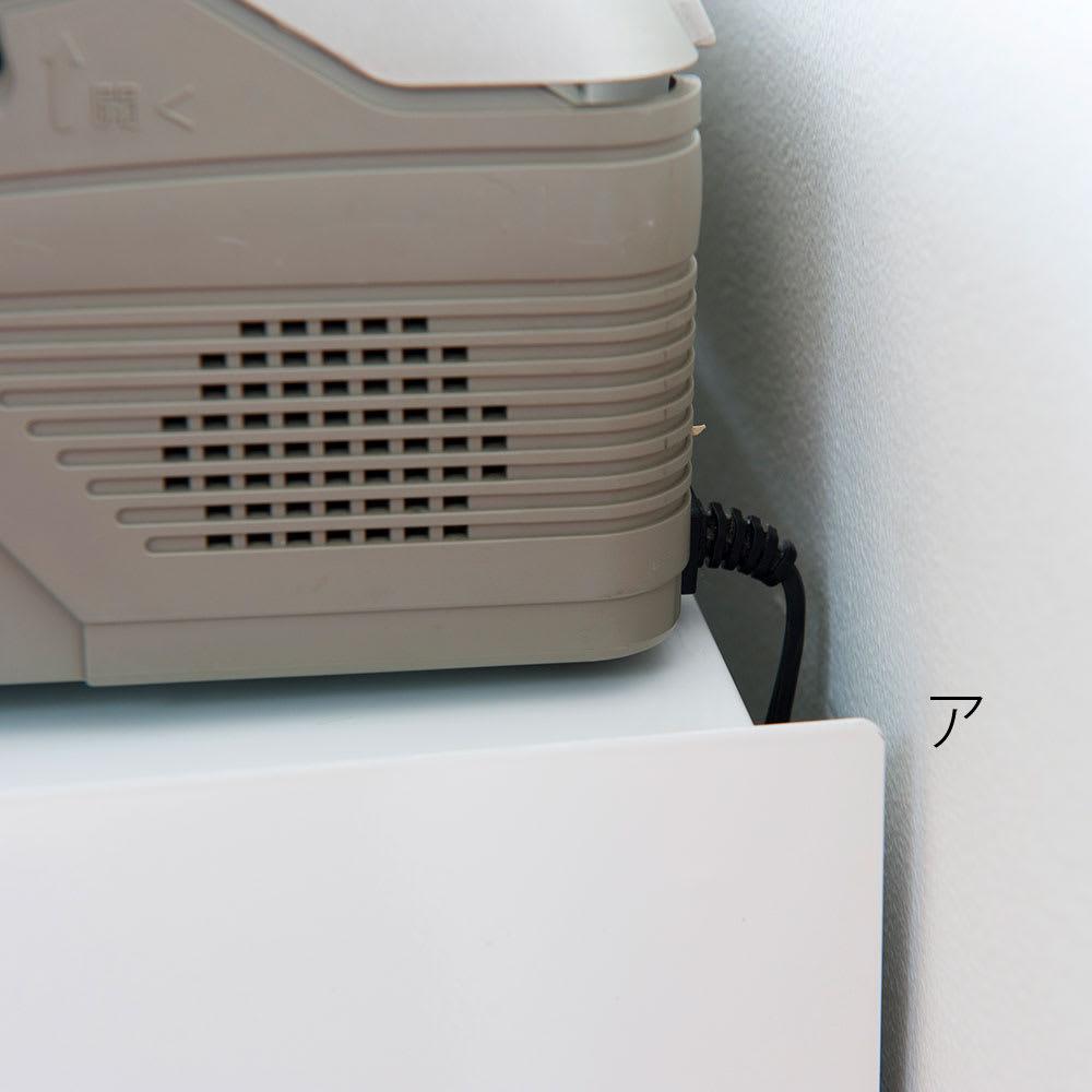 FRAMES&SONS(フレームズアンドサンズ)/kakusu ルーターボックス コード逃がしのスペースを確保。側面板は壁にピッタリつくからコードの垂れ下がる部分は見えず、すっきり空間をキープできます