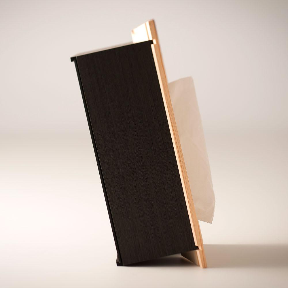 橋本達之助工芸/国産 紀州檜天然木 3WAYティッシュケースボックス 縦置き時(側面) 取り出しやすさとティッシュを取り出す際の転倒を防ぐために角度をつけた工夫をしました