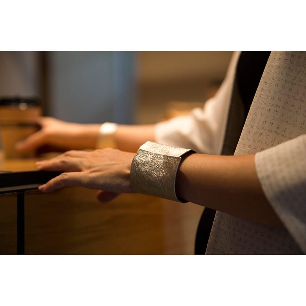 NAGAE+(ナガエプリュス)/幅10~60mm TIN BREATH ティンブレス ブレスレット 着用例 幅60mm