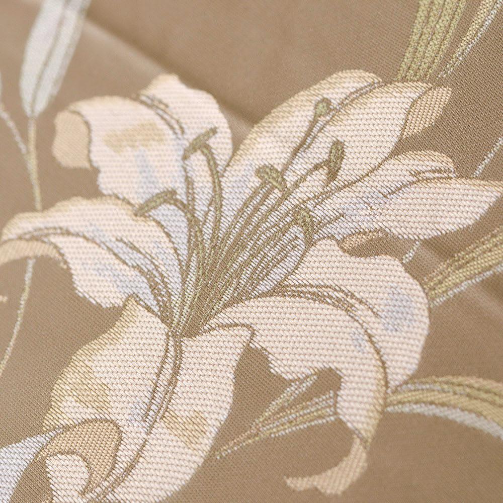 創業1866年槙田商店/ジャカード織 晴雨兼用長傘(UVカット加工) 絵おり 百合/ベージュ 柄をより立体的に、色が艶やかにでる表現で織り上げました。