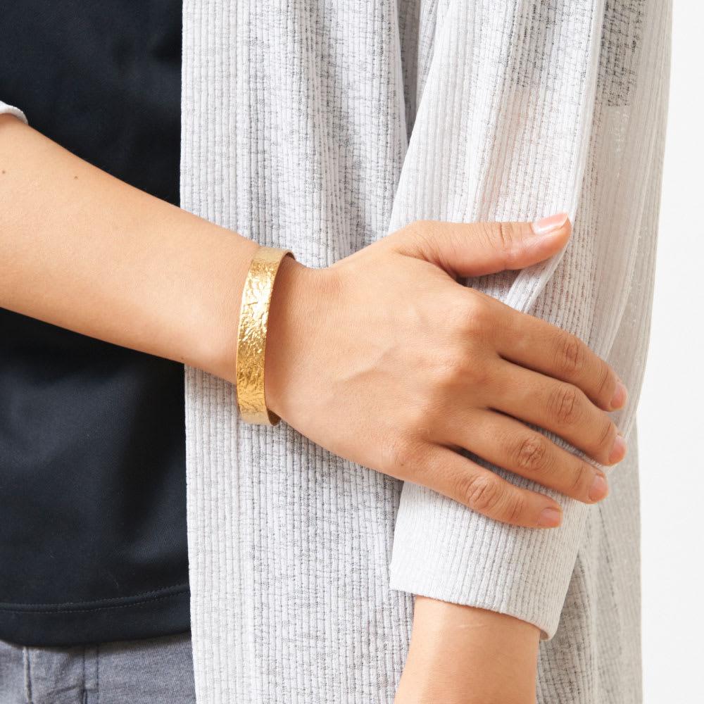 NAGAE+(ナガエプリュス)/TIN BREATH ティンブレス ブレスレット ゴールド色 着用例 幅10mm