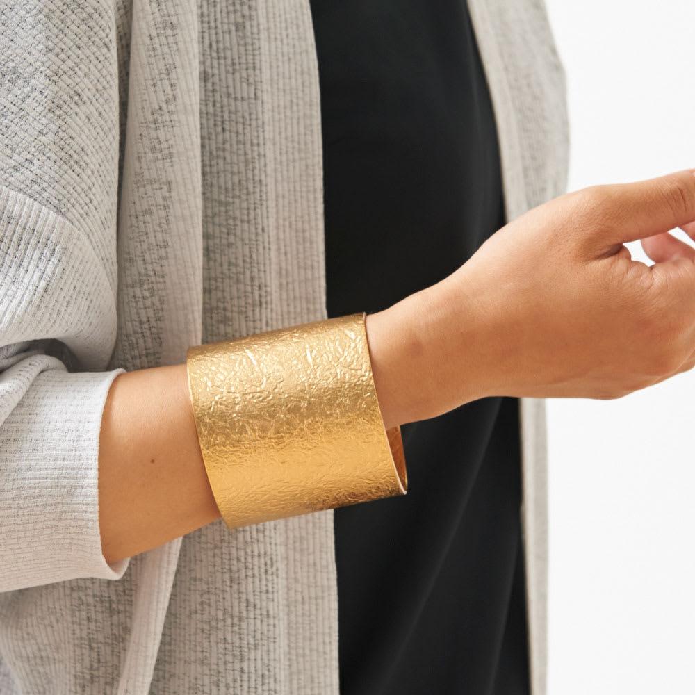 NAGAE+(ナガエプリュス)/TIN BREATH ティンブレス ブレスレット ゴールド色 着用例 幅60mm