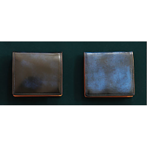 アドバンティック牛革二つ折れ財布(小銭入付) 使用していると上部の塗装が取れ、下部の塗装が見えてきます。長く使い愛用するほど経年変化するため、育てる愉しみが生まれます。