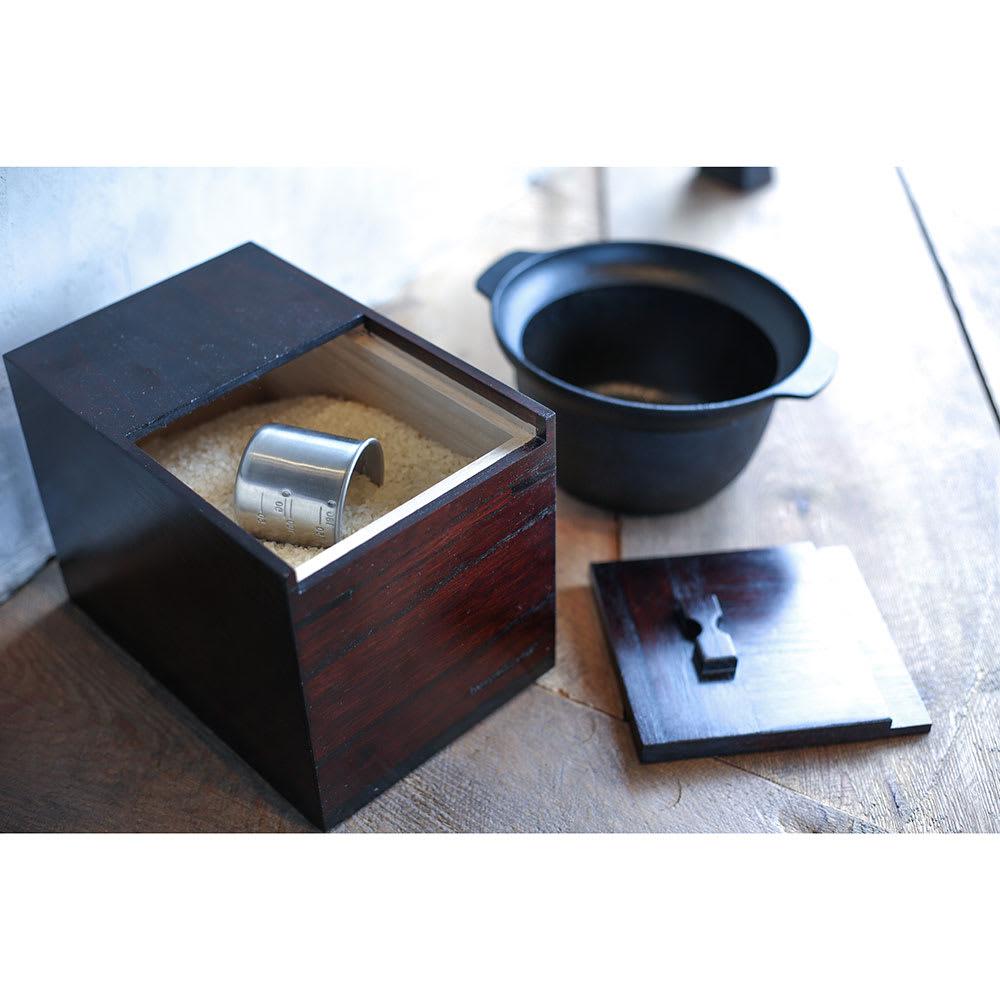 岩谷堂/米びつ(漆仕上げ・木地仕上げ ) 使用イメージ