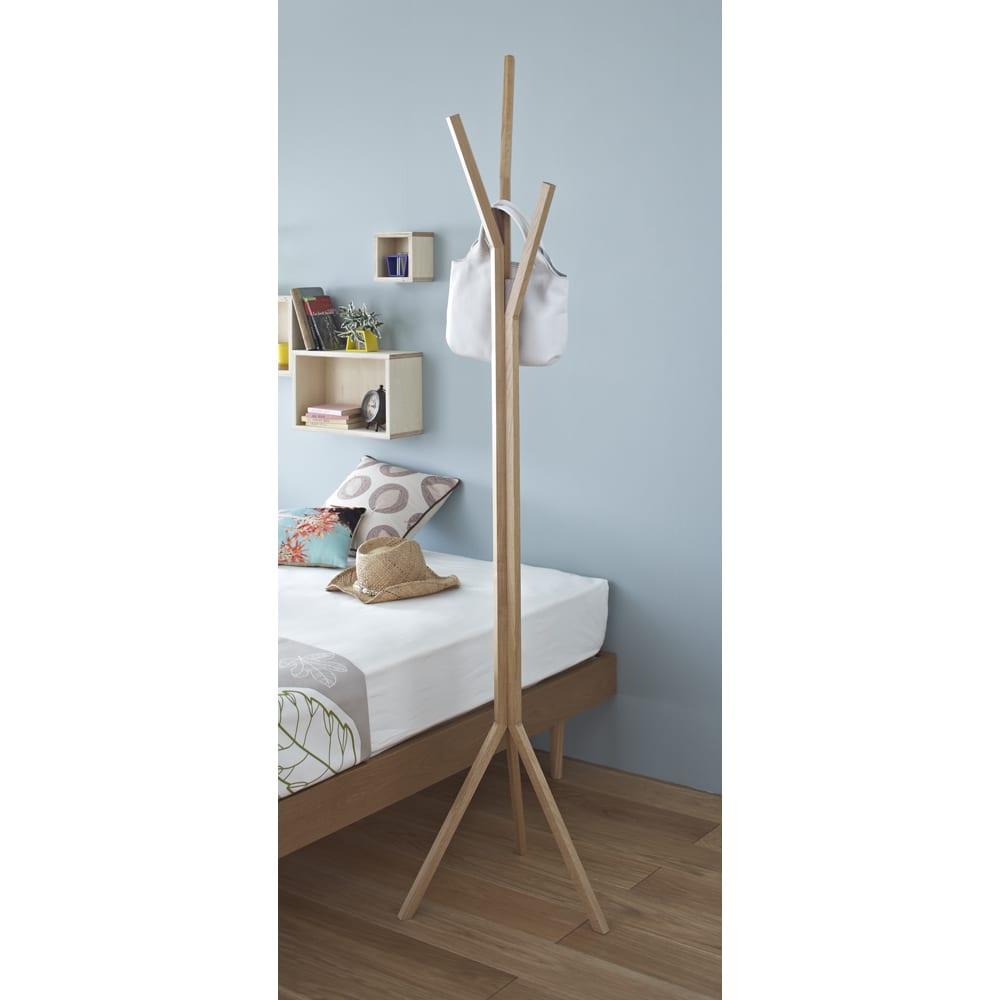 ナラ天然木無垢材製コートハンガーツリー ナラ天然木無垢材なので、ナチュラルな風合いがたっぷりです。