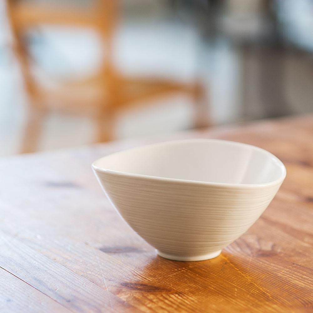 ARITA PORCELAIN LAB(アリタ・ポーセリン・ラボ)/なぶり鉢(小)hakuji/白磁|有田焼 ゆるやかにカーブを波打ってひろがったシンプルで美しいなぶり鉢