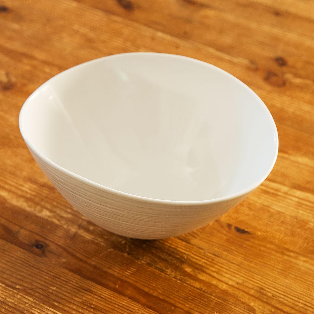 ARITA PORCELAIN LAB(アリタ・ポーセリン・ラボ)/なぶり鉢(小)hakuji/白磁|有田焼 口縁を自然にたわませた、存在感のある深鉢