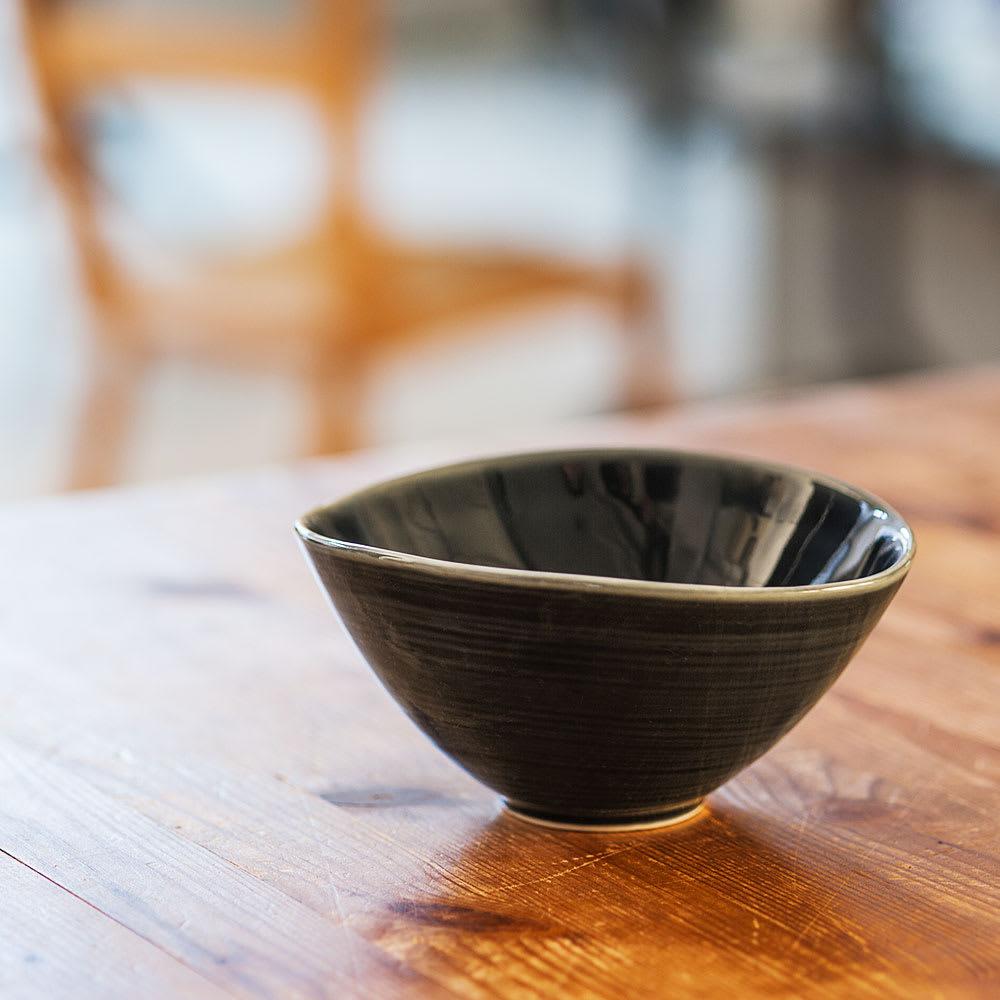 ARITA PORCELAIN LAB(アリタ・ポーセリン・ラボ)/なぶり鉢(小)sumi/墨ルリ 有田焼 ゆるやかにカーブを波打ってひろがったシンプルで美しいなぶり鉢