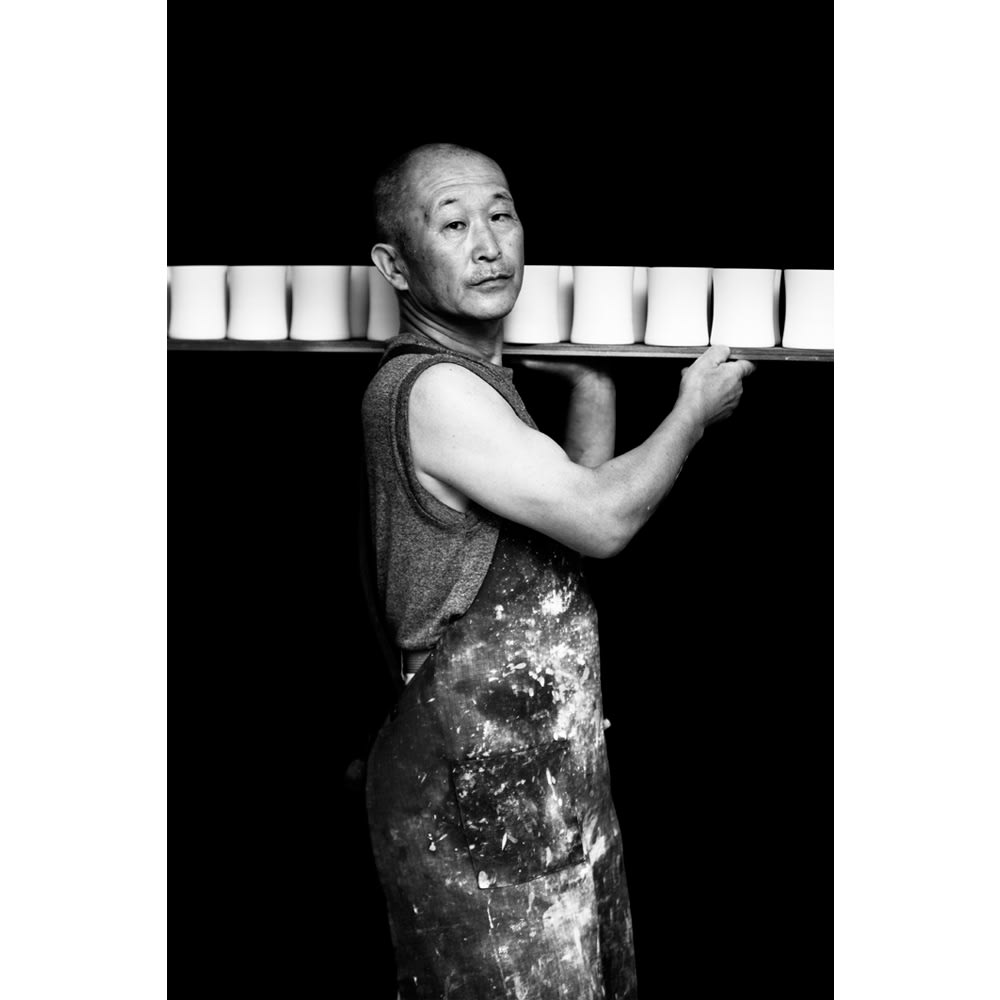 ARITA PORCELAIN LAB(アリタ・ポーセリン・ラボ)/垂れない醤油差し 独楽筋(朱/赤) 有田焼 有田を支える職人3